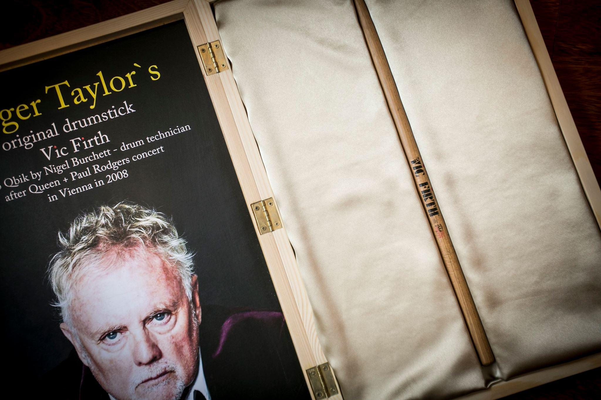 Aukcja charytatywna pałeczki Rogera Taylora