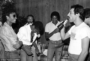 Michael_Jackson_Freddie_Mercury_by_Neal_Preston_CORBISarticle-2380197-1B06997B000005DC-295_690x472